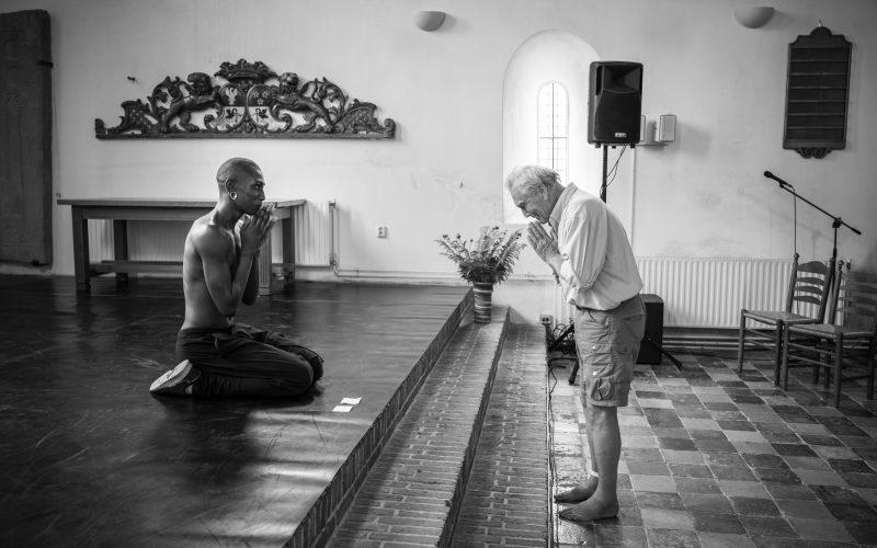 Nederland, Wirdum, 12-06-'21; Festival Terug naar het Begin, optredens in kerken rondom Appingedam.  Optreden van danser Gil teh Grid in de kerk van Wirdum.  Foto: Kees van de Veen